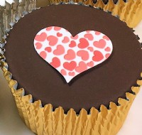 Single Heart Valentines Day Cupcake